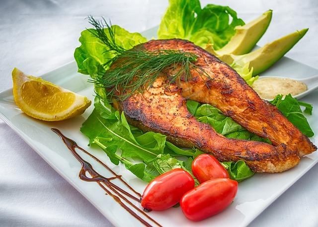 Резултат слика за trudnica jede ribu